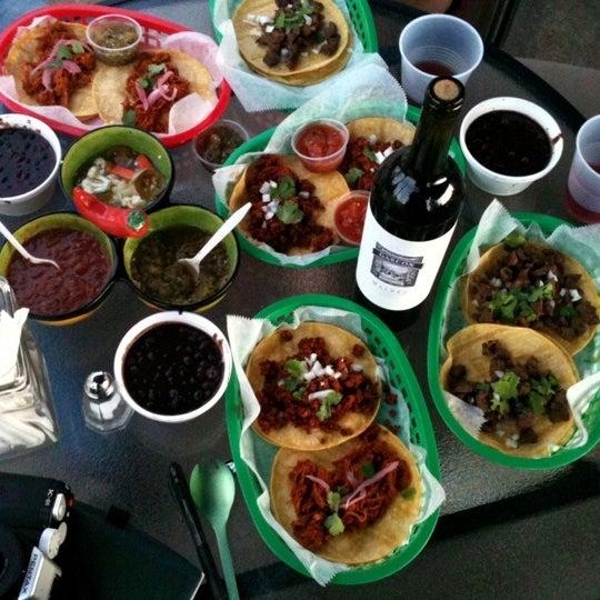 รูปภาพถ่ายที่ Casa Rasta โดย James R. เมื่อ 3/22/2012