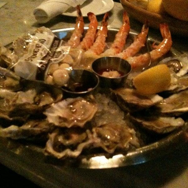 Foto scattata a Hank's Oyster Bar da Christopher M. il 5/13/2013