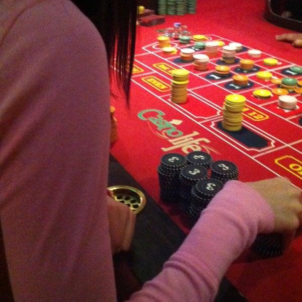 Das Foto wurde bei Casino Life von Daniel S. am 10/7/2013 aufgenommen