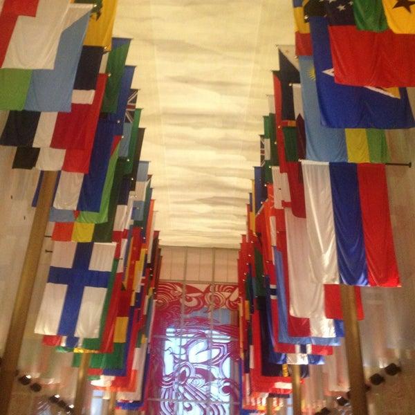 4/5/2013 tarihinde Daniela C.ziyaretçi tarafından The John F. Kennedy Center for the Performing Arts'de çekilen fotoğraf