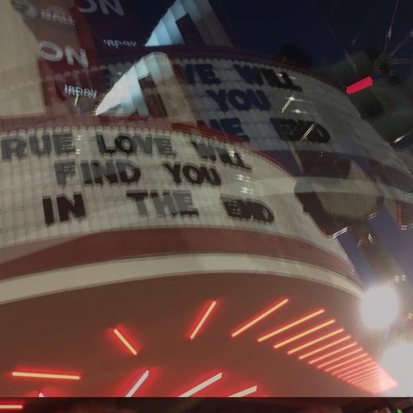 รูปภาพถ่ายที่ The Joy Theater โดย Frank B. เมื่อ 9/29/2017