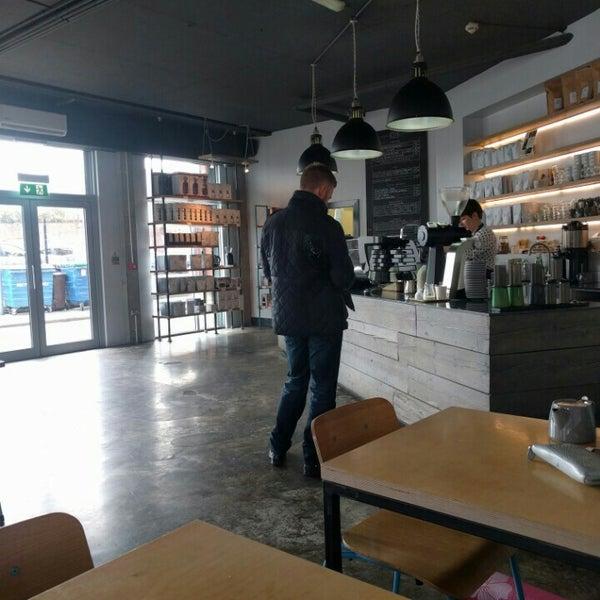 Foto tomada en Established Coffee por Marek S. el 5/23/2016