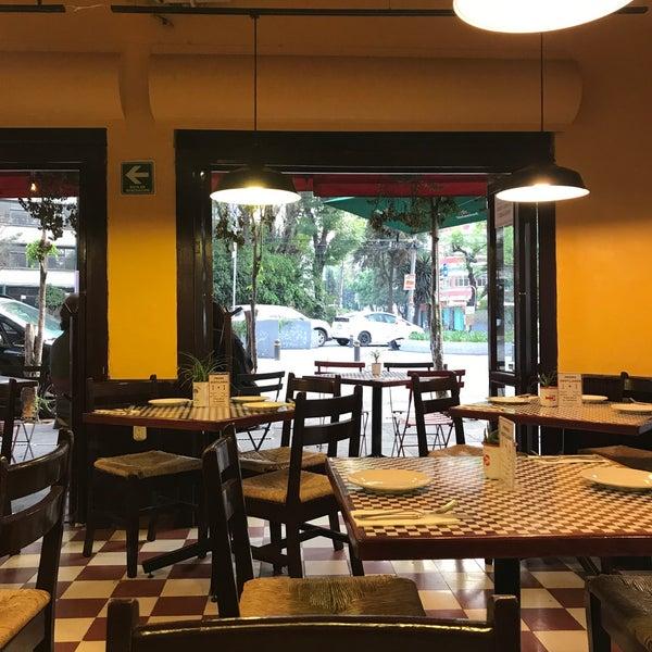 Foto tirada no(a) Café La Gloria por Diego G. em 3/27/2018