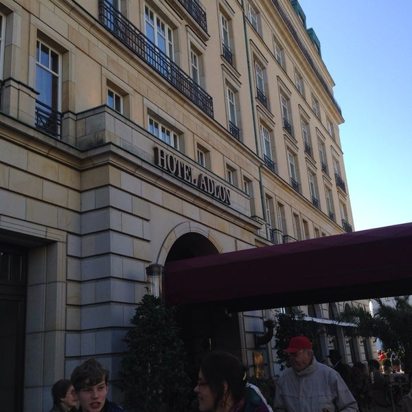Photo prise au Hotel Adlon Kempinski Berlin par Hayley S. le10/3/2013