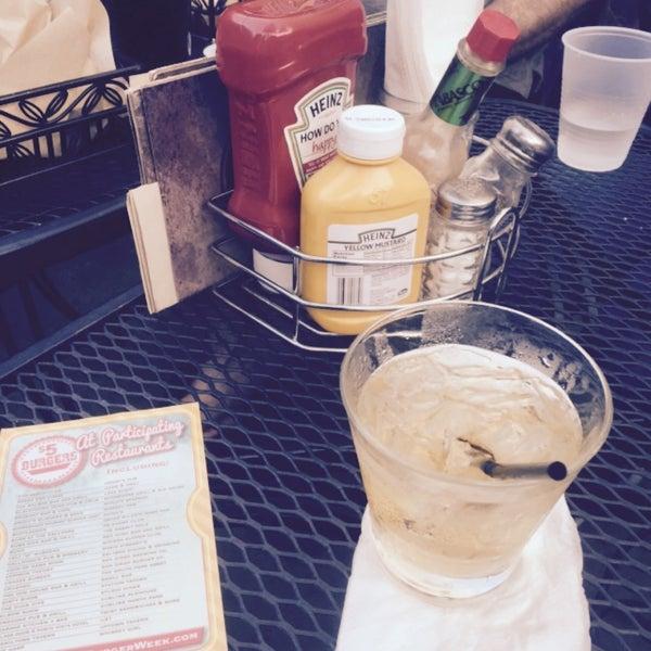 Foto tirada no(a) Redwing Bar & Grill por Deborah C. em 4/2/2015