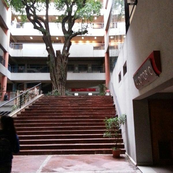 Снимок сделан в Universidad Autónoma de Asunción пользователем Faby M. 5/18/2013