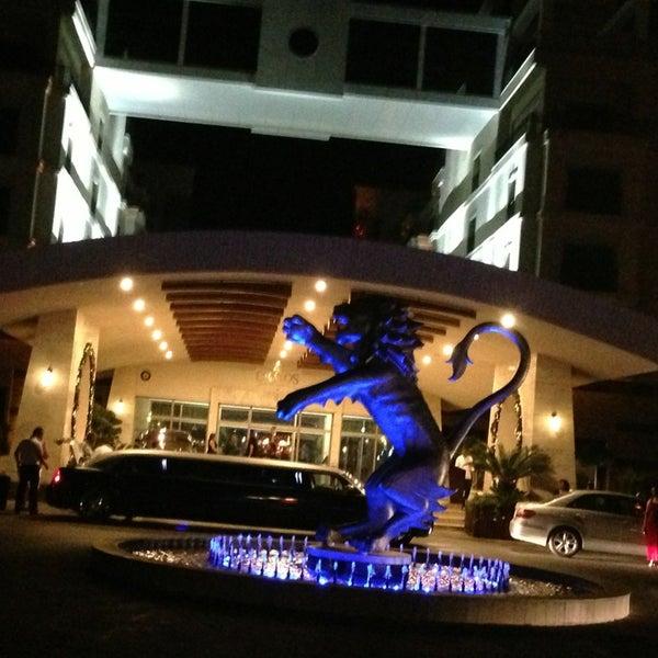 รูปภาพถ่ายที่ Cratos Premium Hotel & Casino โดย Serra . เมื่อ 6/30/2013