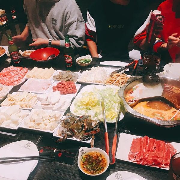 Foto diambil di 99 Favor Taste 99號餐廳 oleh Momo C. pada 1/1/2019