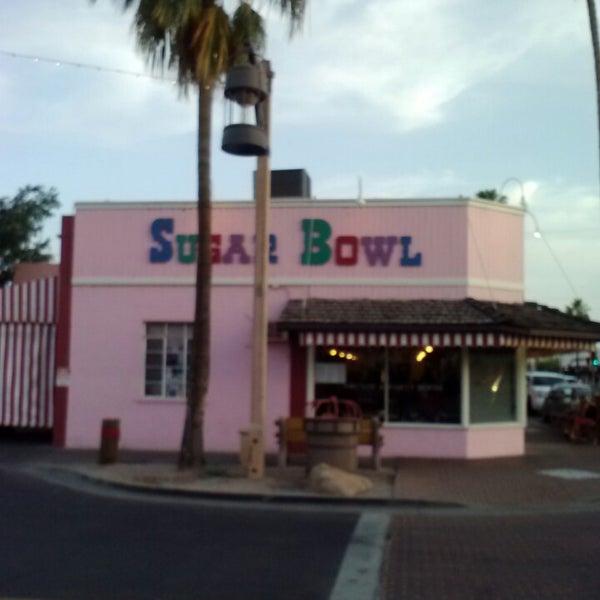 Снимок сделан в Sugar Bowl Ice Cream Parlor Restaurant пользователем Celeste F. 5/5/2013