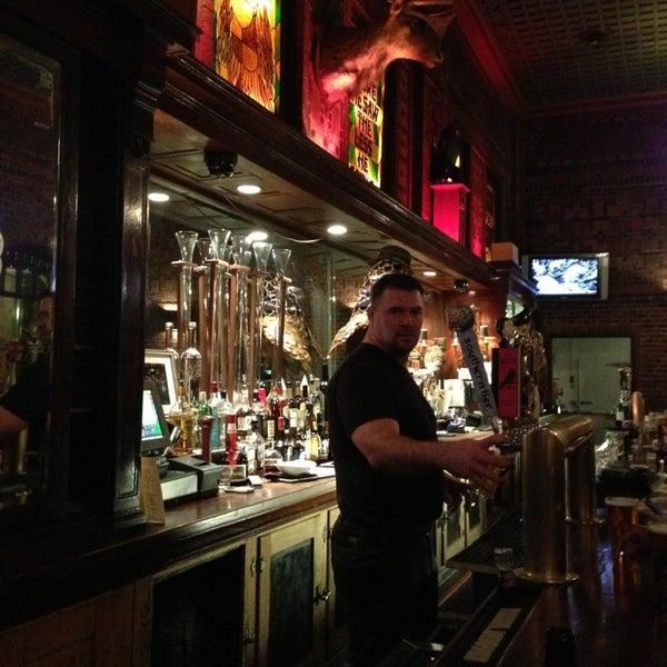 Foto diambil di The Owl Bar oleh Sanyla C. pada 3/13/2013