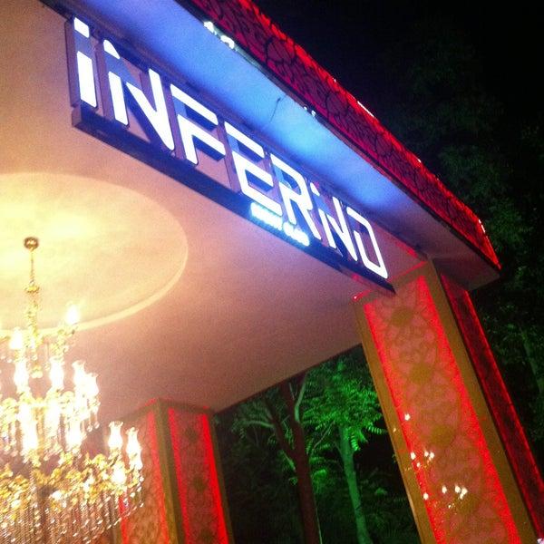 รูปภาพถ่ายที่ Club Inferno โดย Gürkan B. เมื่อ 5/9/2013