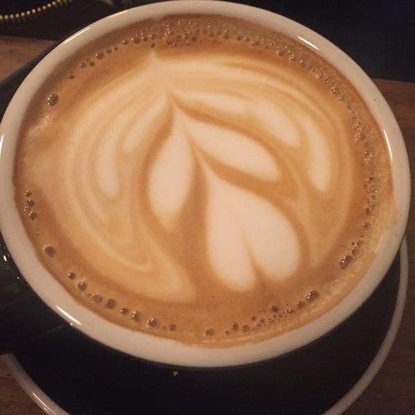 รูปภาพถ่ายที่ Double Dutch Espresso โดย Jo G. เมื่อ 9/29/2016