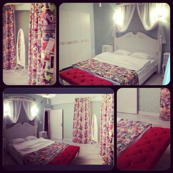 Das Foto wurde bei Room room Boutique Hotel von Cenk H. am 11/7/2014 aufgenommen