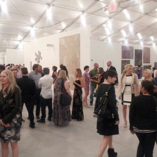 Foto scattata a UNTITLED. Art Fair da James E. il 12/4/2012