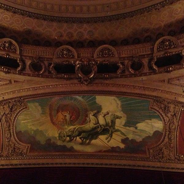 5/18/2013에 Alisher Y.님이 The Chicago Theatre에서 찍은 사진