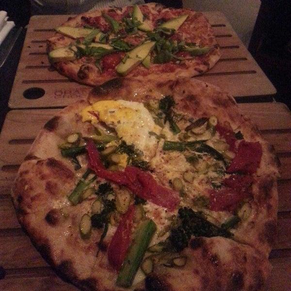 3/20/2013 tarihinde Nina K.ziyaretçi tarafından The Luggage Room Pizzeria'de çekilen fotoğraf