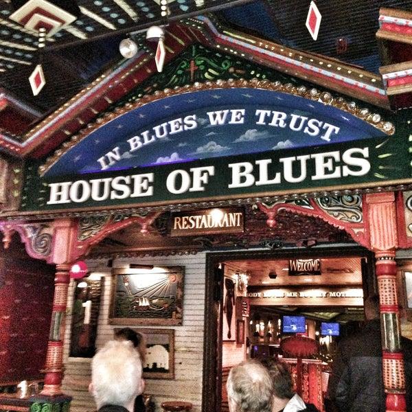 Foto diambil di House of Blues oleh Jarrett P. pada 4/14/2013