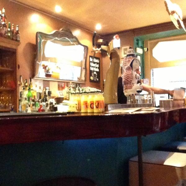 4/15/2013にSaoud A.がMilk Bar & Bistroで撮った写真