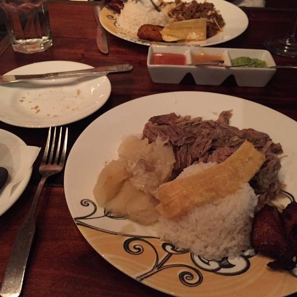 Photo prise au Paladar Cuban Restaurant & Rum Bar par Andy S. le1/23/2015