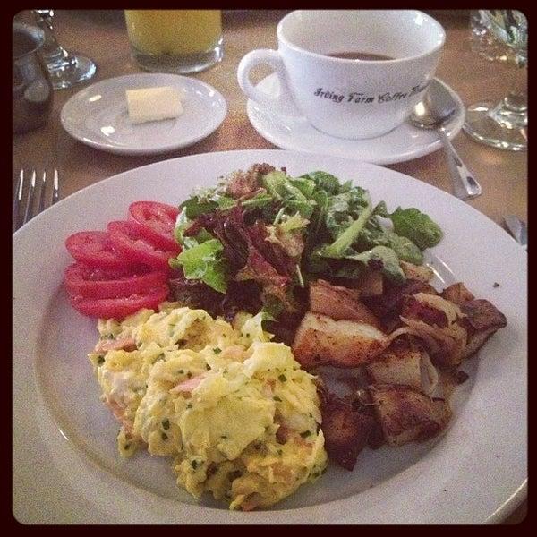 Foto scattata a Le Midi Bar & Restaurant da Cecilia H. il 3/10/2013