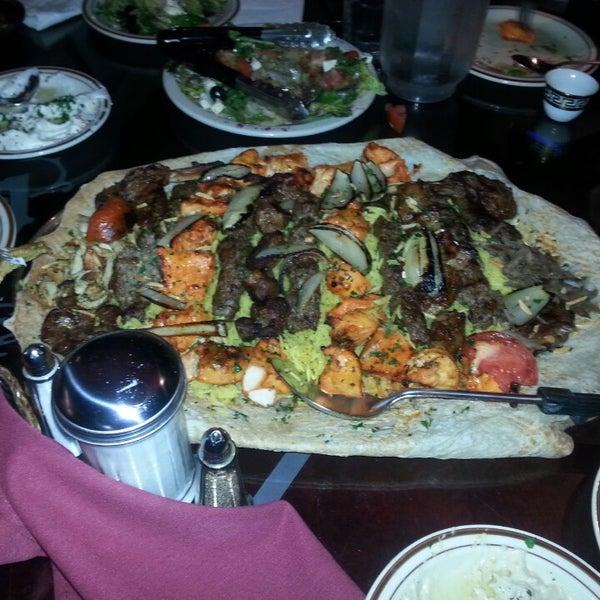 Das Foto wurde bei Al Bawadi Grill von Carly O. am 9/25/2013 aufgenommen