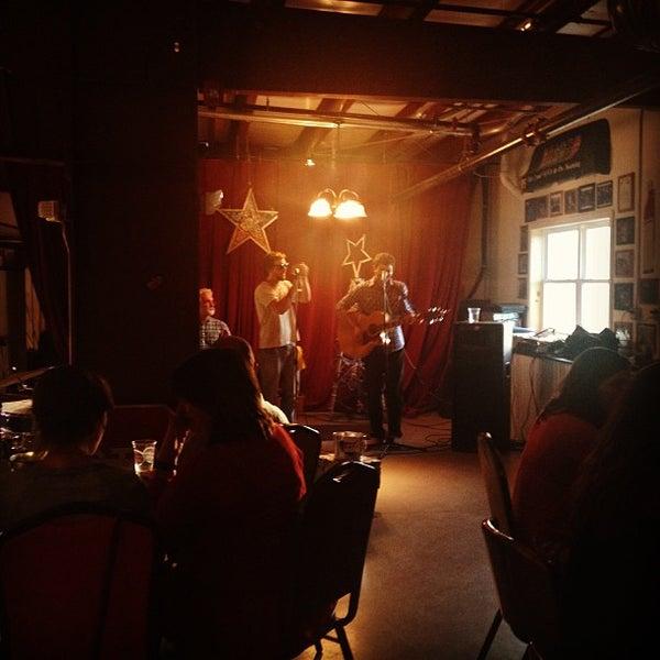 6/1/2013 tarihinde Art S.ziyaretçi tarafından Oskar Blues Brewery'de çekilen fotoğraf