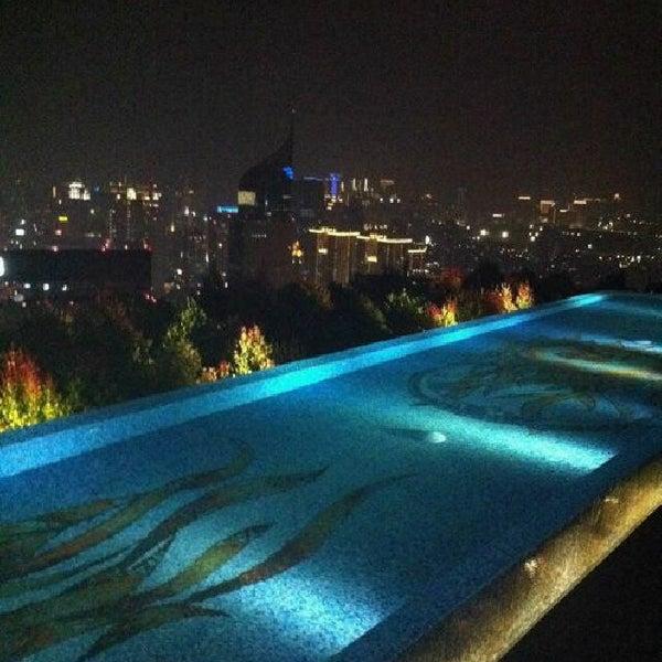 Foto diambil di SKYE oleh Rosselinda N. pada 12/22/2012