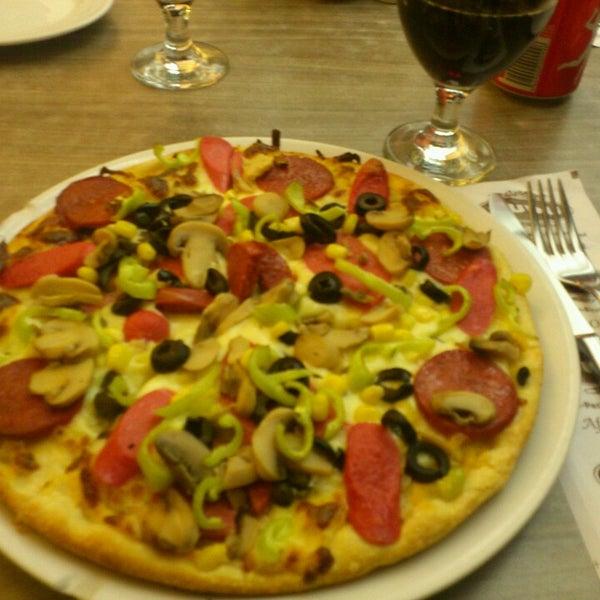 Foto tomada en Dudu Cafe Restaurant por Feyza C. el 7/5/2013