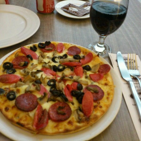 Foto tomada en Dudu Cafe Restaurant por Feyza C. el 6/21/2013