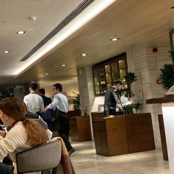 Photo prise au Seraf Restaurant par Aziz .. le12/27/2019