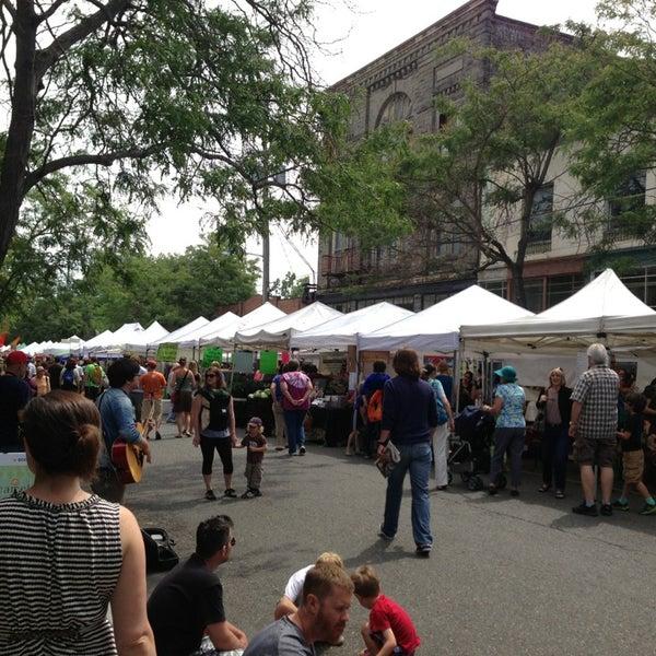 Photo prise au Ballard Farmer's Market par William d. le7/7/2013
