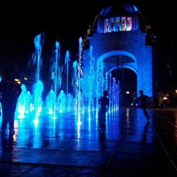 Foto tomada en Monumento a la Revolución Mexicana por Jonhhiee B. el 4/3/2013