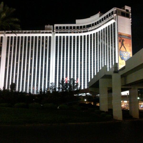 Foto diambil di LVH - Las Vegas Hotel & Casino oleh Ryan S. pada 7/26/2013