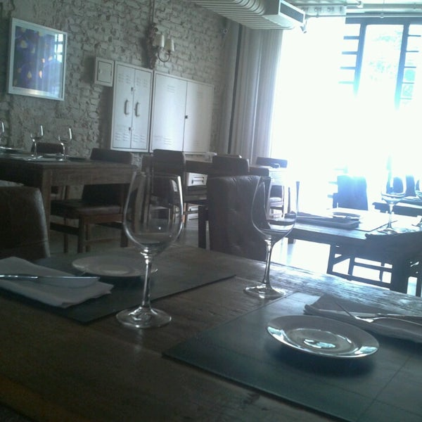 Photo prise au Restaurante Miya par Danilo A. le2/17/2013