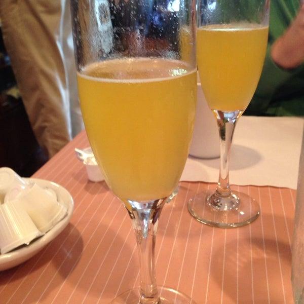 9/21/2014 tarihinde Angela N.ziyaretçi tarafından The Breakfast Club & Grill'de çekilen fotoğraf