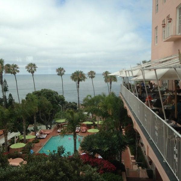 7/25/2013にMar R.がLa Valencia Hotelで撮った写真