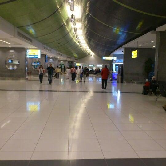 Photo prise au Abu Dhabi International Airport (AUH) par Khalid W. le4/20/2013