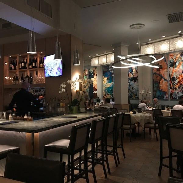 Foto tirada no(a) Nine-Ten Restaurant and Bar por Michael S. em 9/9/2018