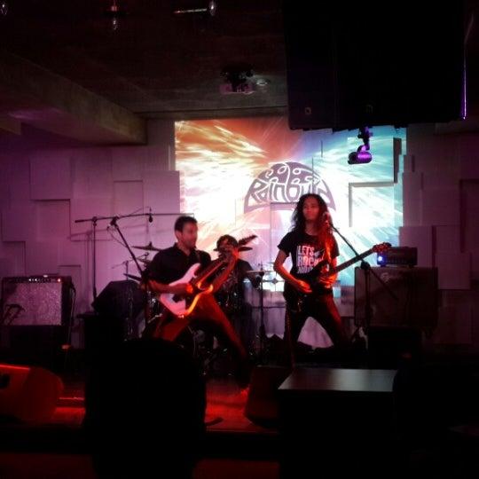 รูปภาพถ่ายที่ Indigo Live - Music Bar โดย Anand เมื่อ 1/14/2015