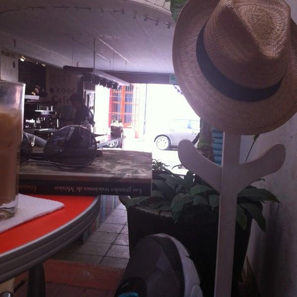 Foto tomada en Café Jaguar Yuú por Alan G. el 3/31/2013
