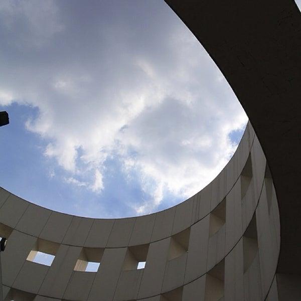 Снимок сделан в Plaza Universidad пользователем 強いピラニア 。. 11/1/2013