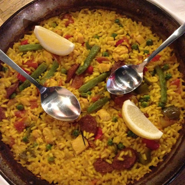 รูปภาพถ่ายที่ Plan B Spanish Resto โดย Ingrid W. เมื่อ 2/27/2013