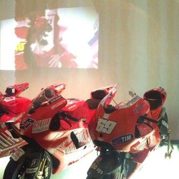 6/5/2014 tarihinde 🐑 Marcoziyaretçi tarafından Ducati Motor Factory & Museum'de çekilen fotoğraf