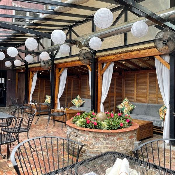Foto scattata a Volo Restaurant Wine Bar da Kevin J. il 7/13/2021