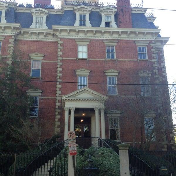 Foto diambil di Wentworth Mansion oleh Darwin D. pada 1/17/2013