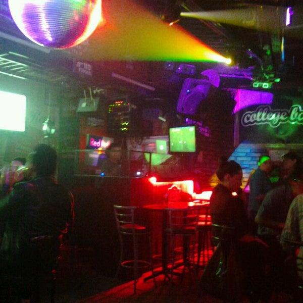 Foto diambil di College Bar oleh Adrian isai H. pada 3/10/2013