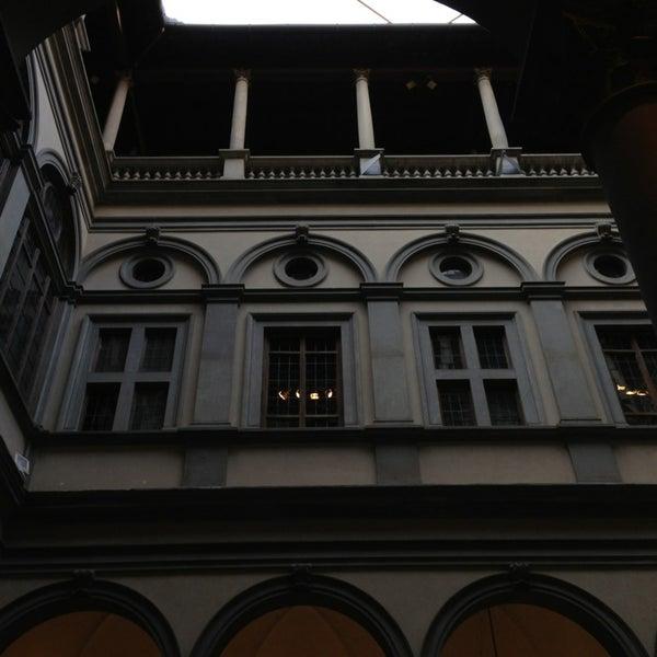 Photo prise au Palazzo Strozzi par Julia F. le4/10/2013