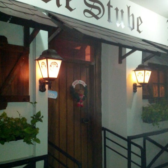 Снимок сделан в Die Stube German Bar & Resto пользователем Stephan G. 12/8/2012