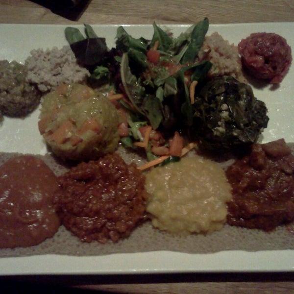 Foto tomada en Desta Ethiopian Kitchen por Denise M. el 9/5/2013