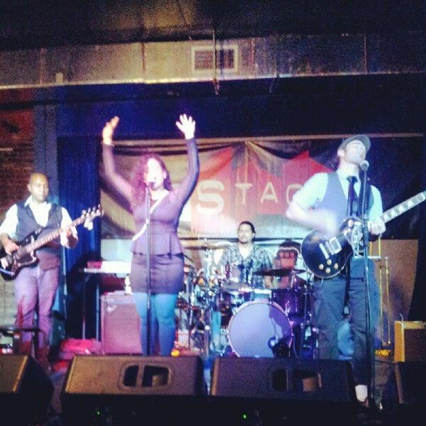 รูปภาพถ่ายที่ The Stage โดย JLPR เมื่อ 9/16/2012